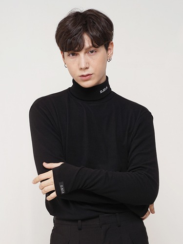 LOGO2 TURTLENECK [BLACK]